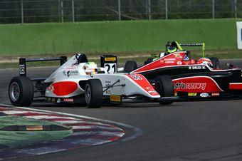 Sennan Fielding (Euronova Racing by Fortec Italia Motorsport, Tatuus F.4 T014 Abarth #85), Mattia Drudi (F&M srl,Tatuus F.4 T014 Abarth #21), ITALIAN F.4 CHAMPIONSHIP POWERED BY ABARTH
